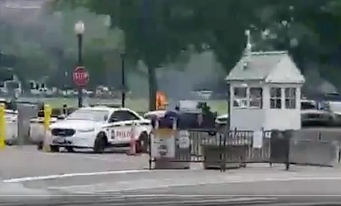 De man stak zichzelf in brand in het voor het Witte Huis gelegen Ecclipse-park.