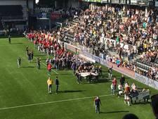 Staande ovatie voor kampioenenparade Almelo