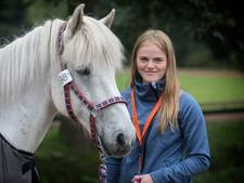Asdis uit IJsland moet haar paard achterlaten in Oirschot vanwege strenge invoerregels