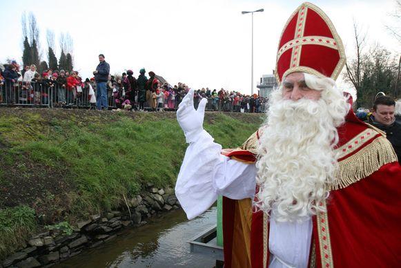 66849 - ZELZATE : aankomst Sinterklaas met de boot.   TEKST: Kristof Vereecke.