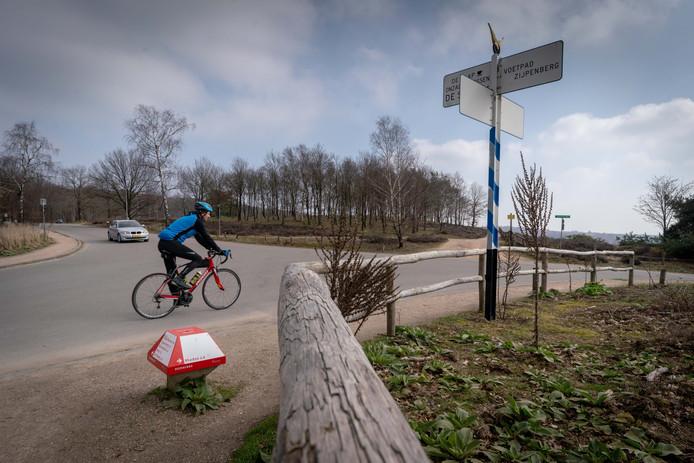 De plek waar de Beekhuizenseweg en de Schietbergseweg samenkomen, bovenop de Posbank.