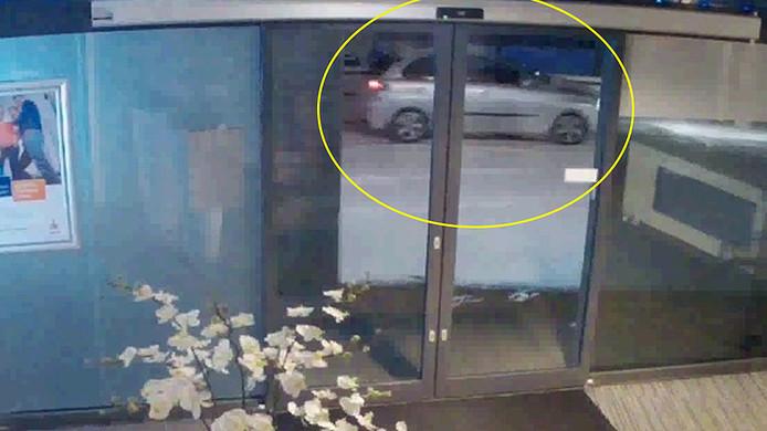 De politie wil graag in contact komen met de inzittenden van deze auto, omdat zij mogelijk iets gezien hebben.