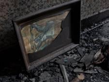 Via een afgebladderde reproductie naar de graven van Van Gogh