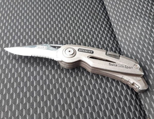Met dit mes was de verdachte onderweg naar de persoon die hij met de dood had bedreigd.