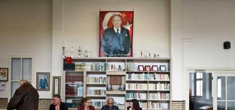Omstreden poster Grijze Wolven weg uit 'Turks stemlokaal' in Nijmegen: 'Puur toeval'
