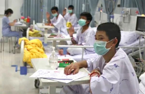 **Thaise voetballers mogen ziekenhuis verlaten, grotdrama eindelijk voorbij**