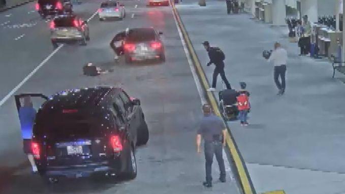 Man steelt auto, maar moeder en haar kind zitten er nog in