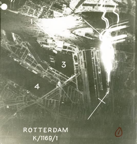 1) Rook van exploderende bommen op Wilhelminakade 2) Brand in loodsen aan Koningshaven 3) Rijnhaven 4) Maashaven