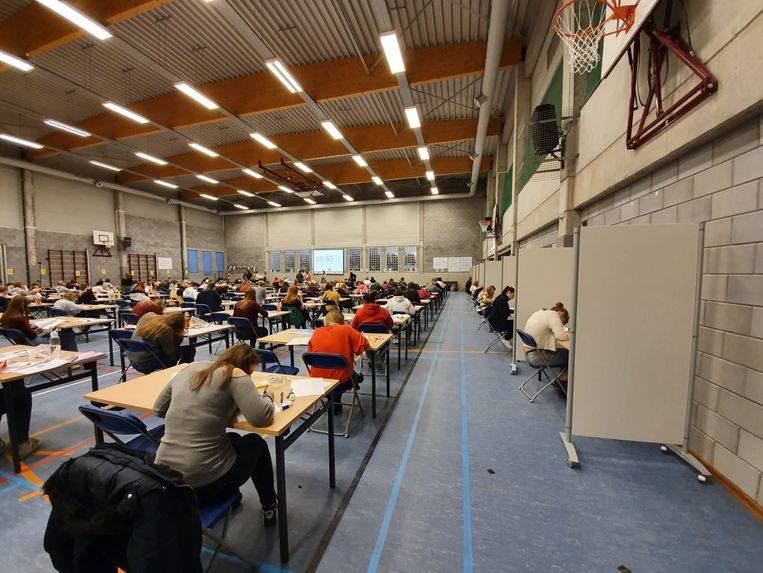 Prikkelarme boxen voor examenstudenten op de Odisee Campus Aalst.