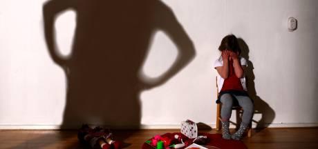 Vrees voor meer geweld tijdens avondklok: 'Maak Veilig Thuis beter bereikbaar'