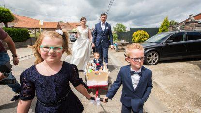 Kleinste gemeente van 't land helemaal in de ban van de gebeurtenis van het jaar: het huwelijk van koster Lode en Eline