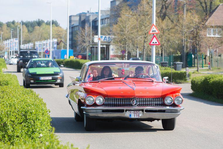 """Onder het motto """"Red de Oldtimer"""" deden zo'n 300 oude en nostalgische maar glimmende wagens mee aan een rit van Genk naar Hasselt waar ze een toer maakten op de kleine ring. De autoliefhebbers voerden actie om te protesteren tegen de invoering van een lage-emissiezone voor vervuilende auto's in Vlaamse steden."""