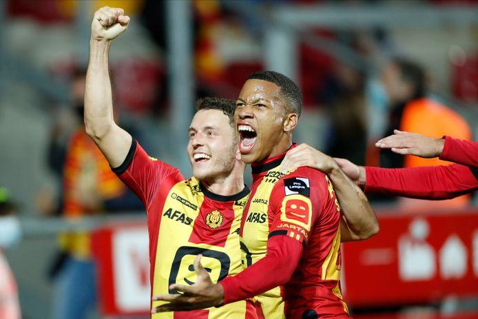 Mrabti en Vranckx vieren de 1-0.