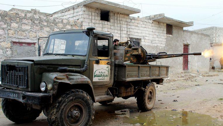 Een oppositiestrijder van Ahrar al-Sham op archiefbeeld. Beeld afp
