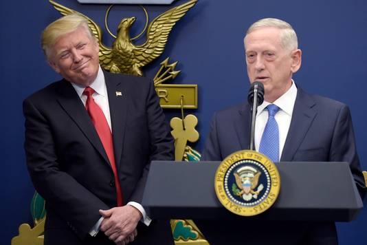 De Amerikaanse president Donald Trump en minister van Defensie Jim Mattis.