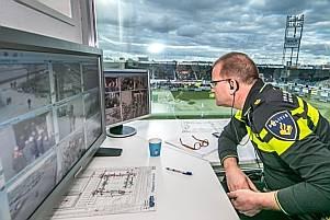 Politie is iedere thuiswedstrijd van PEC Zwolle aanwezig, maar gaat dit weekeinde staken. Toch denkt de club dat de wedstrijd tegen Vitesse zondag gewoon kan worden gespeeld.