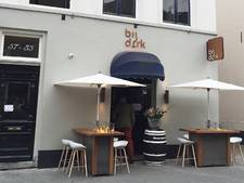 Boete dreigt weer voor wijnbarbaas van Bij Dirk in Den Bosch: statafels zijn te hoog