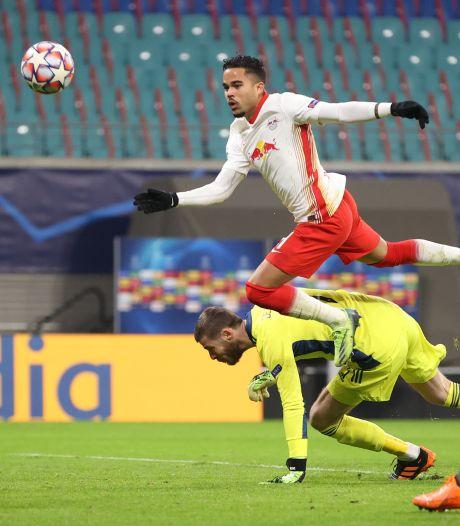 Leipzig dankzij goal Kluivert naar knock-outfase na spektakel tegen United
