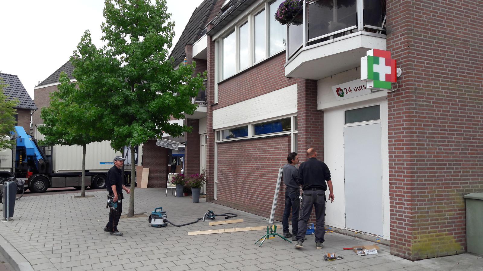 Op de plek van de weggehaalde medicomaat is een deur gemaakt in Gennep.