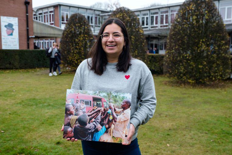 Hazal Akbas (18) van het zesde jaar humane wetenschappen met haar winnende foto.