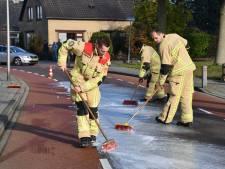 Heftruck lekt meterslang oliespoor in Den Ham