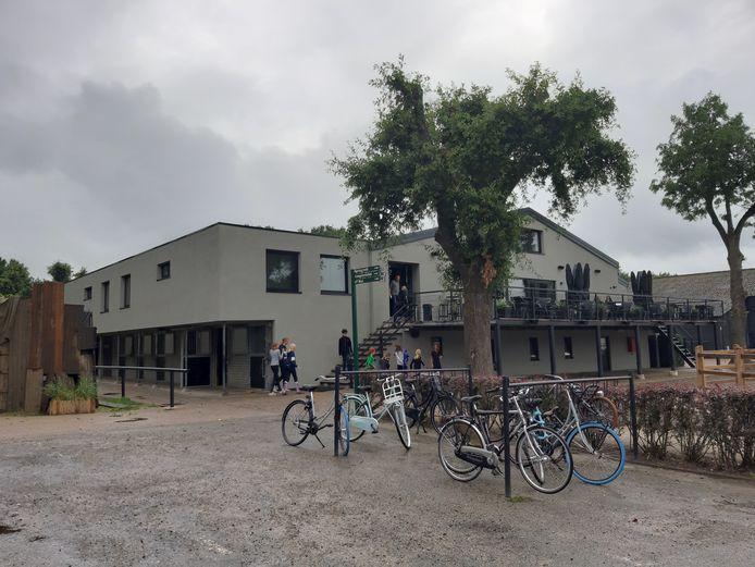 Ruitersportcentrum De Roosberg in Bavel heeft na de overname een metamorfose ondergaan en heeft nu een frisse, strakke look.