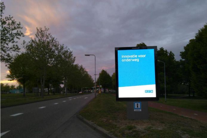 Nieuwe lichtreclame op de Maaspoortweg. De Bossche Groenen vraagt waar de beloofde visie blijft.