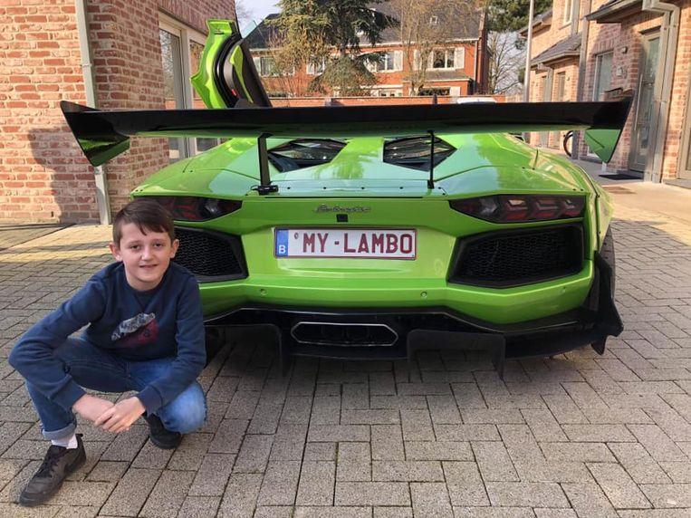Dolan Devulder (11) mocht een rondje rijden met een snelle Lamborghini