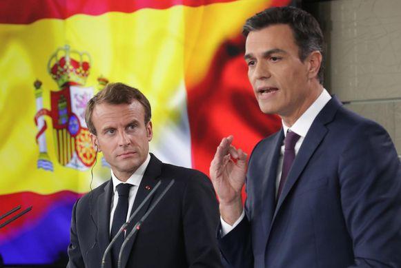Archiefbeeld van de Franse president Macron en de Spaanse premier Sanchez tijdens een persconferentie in 2018.