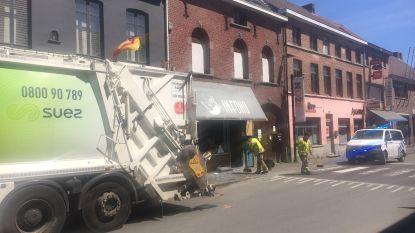 """Klapband vuilniskar blaast vitrine leegstaande winkel aan diggelen: """"Alsof een bom ontplofte"""""""