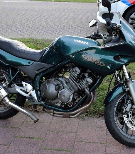 Motorrijder en fietser botsen tegen elkaar in Waalwijk