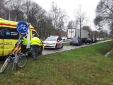 Fietser gewond bij aanrijding met vrachtwagen in Ommen