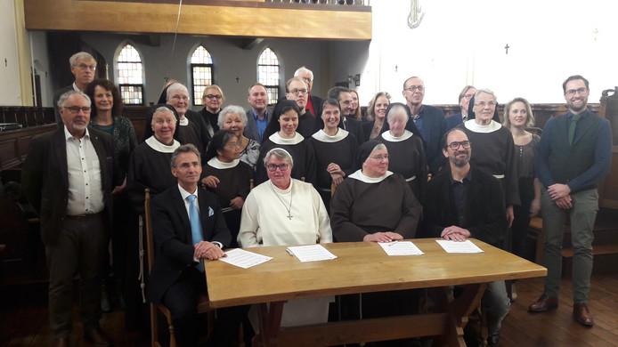 Op een gezamenlijke bijeenkomst in het klooster in Megen bezegelden de Clarissen, de provincie Noord-Brabant en de gemeente Oss  hun samenwerking.