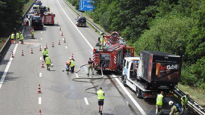 Kettingbotsing op E17 richting Kortrijk: bestelwagen vat vuur, drie lichtgewonden