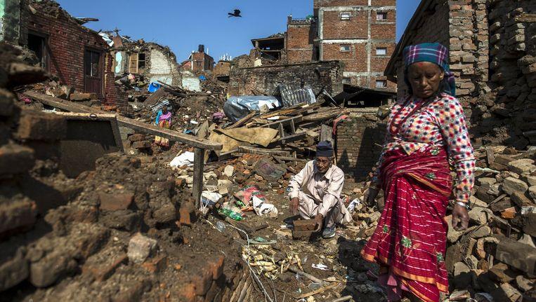 Door de eerdere aardbeving ingestorte huizen in Kathmandu. Beeld reuters
