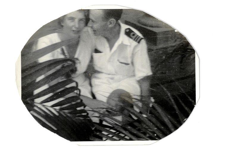Na de Tweede Wereldoorlog in Nederland-Indië met zijn vrouw Fieke. Beeld Privéarchief