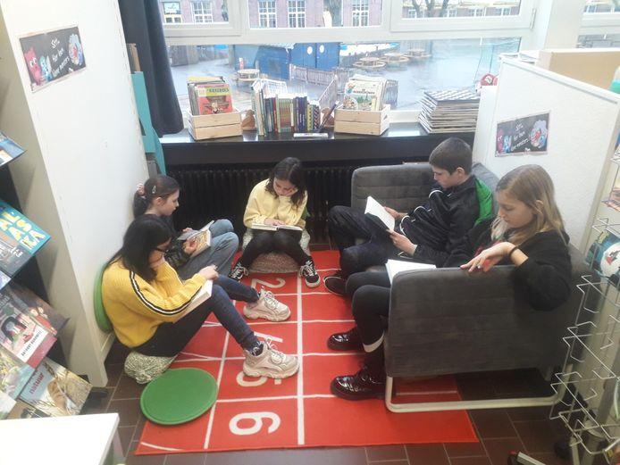De leerlingen bij Klim-op kunnen dagelijks een kwartiertje genieten van leesgenot naar eigen keuze