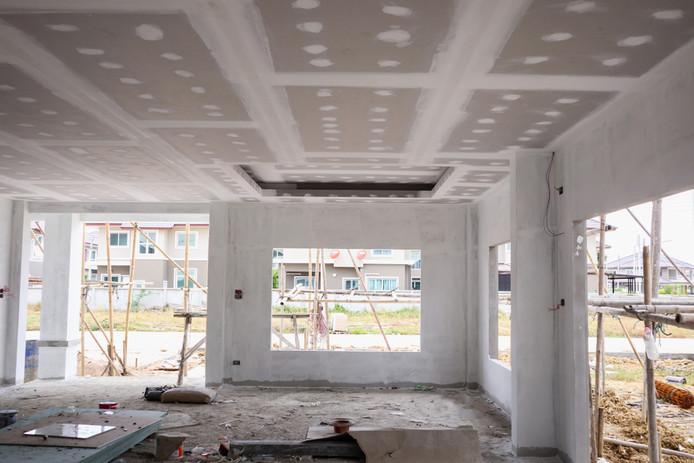 Lorsque la maison est terminée, elle contient encore énormément d'humidité de construction. Cela représente entre 3000 et 5000 litres d'eau.