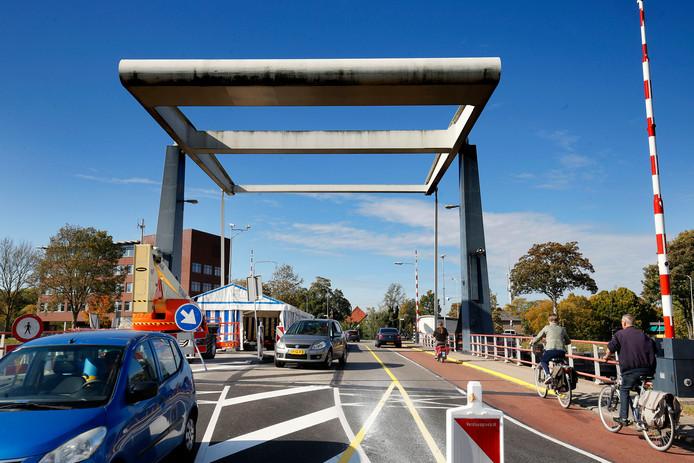 De voorbije twee weken konden auto's en fietsers nog samen over de brug.