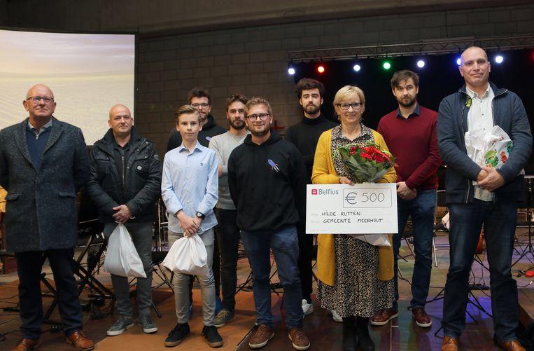 Hilde Rutten - alias Marie van Stienus - ontving als winnares van de Cultuurprijs 2018 een ruiker bloemen en een cheque van 500 euro.