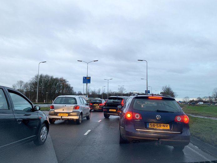 Het ongeluk op de A28 veroorzaakte op meerdere plekken rond Zwolle files.
