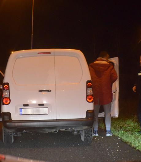 Bestelbus aan de kant gezet na opvallend rijgedrag, bestuurder had te veel gedronken