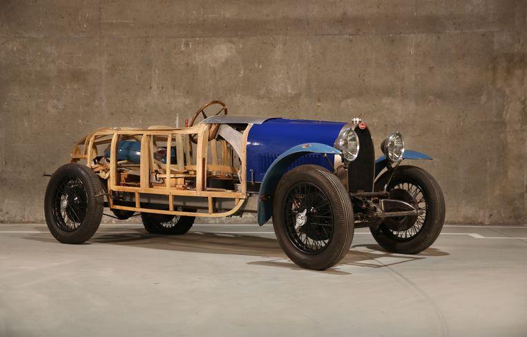 Bugatti 40 (hout geraamte) bouwjaar 1929, heeft een nieuw geraamte nadat het originele beschadigd geraakte in de jaren tachtig. De waarde wordt geschat op 150.000 euro. De Citroën uit de jaren twintig zou 15.000 euro opbrengen.