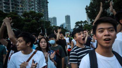 Politie drijft tienduizenden demonstranten in Hongkong uiteen met traangas