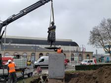 Gelukt: Thorbecke is van zijn voetstuk in Zwolle gehaald