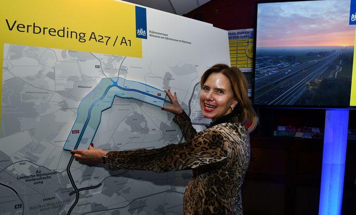 Minister Cora van Nieuwenhuizen bij de officiële opening van de verbreding van de A27.