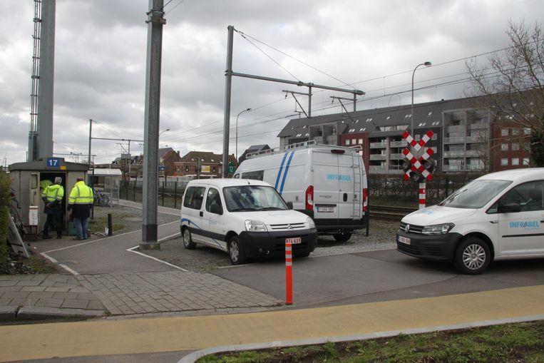 In Tielt waren arbeiders de hele dag in de weer aan de overweg aan het station.