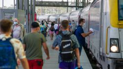 """Maximumaantal reizigers per station, treinen mogen maar tot tachtig procent gevuld zijn: """"Kom dit weekend niet naar de kust"""""""