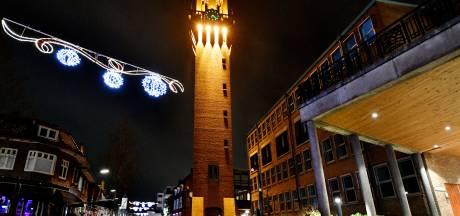 Storingen verlichting stadhuistoren Hengelo: 'Het lijkt wel een toverlantaarn'