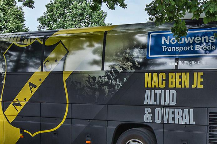 Spelersbus NAC.